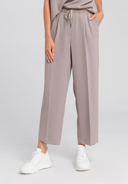 Trousers made from ctease-free material