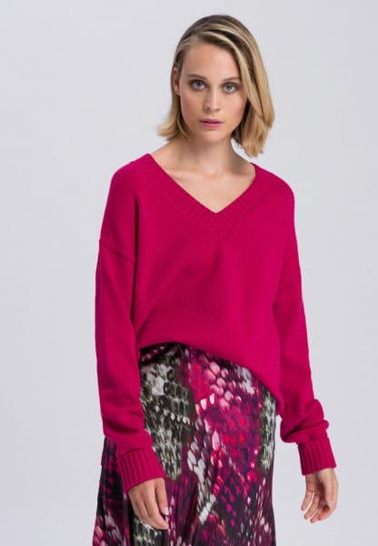 Sweater with slit hem