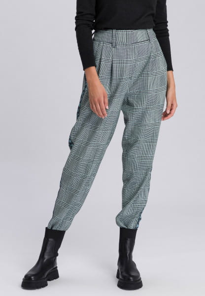 Pants with contrasting stripes on the sides