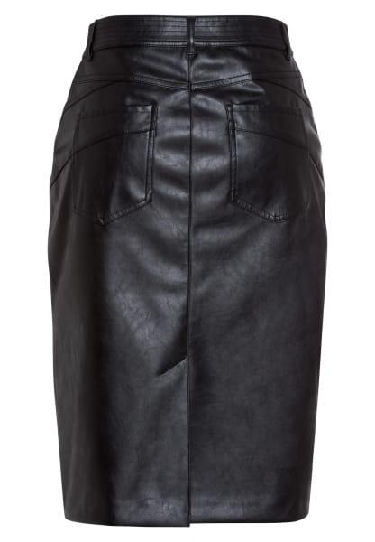 Skirt made of vegan leather