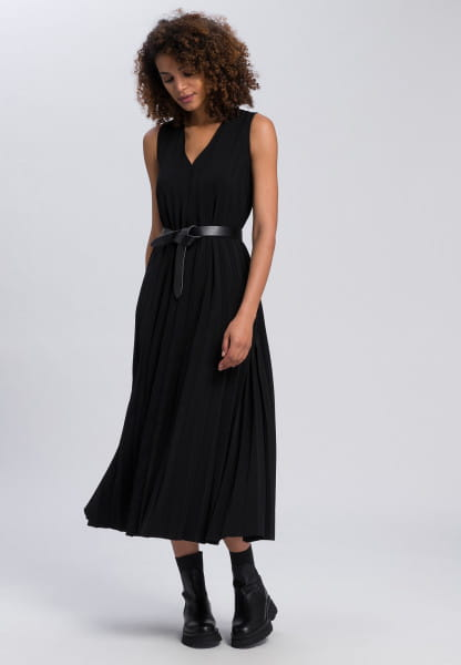 Maxi dress made from crease-free material