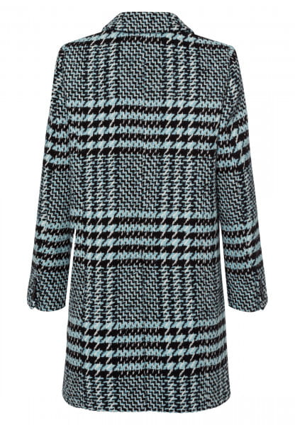 Coat with a non-slip feel