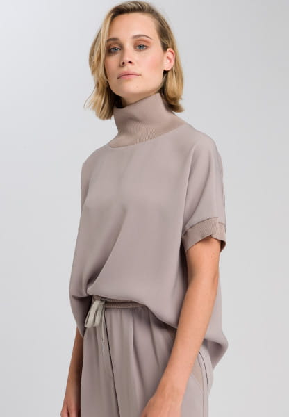 Sweater blouse with crease-free rib-knit collar