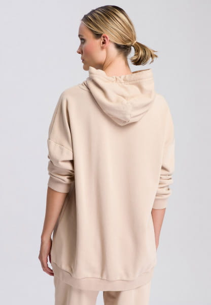 Hoodie with dropped shoulders