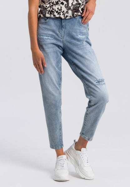 Jeans with destroys