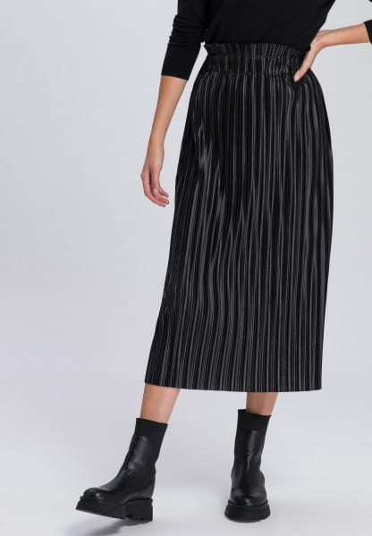 Pleated skirt with a striking sheen