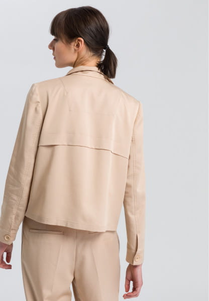 Short jacket with stand-up collar
