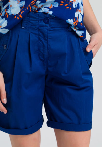 Pleat-front bermuda trousers summery quality