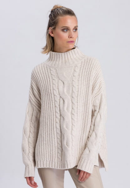 Oversize-Pullover mit Zopfmuster