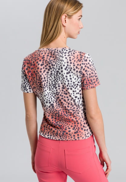 T-shirt in leopard print style