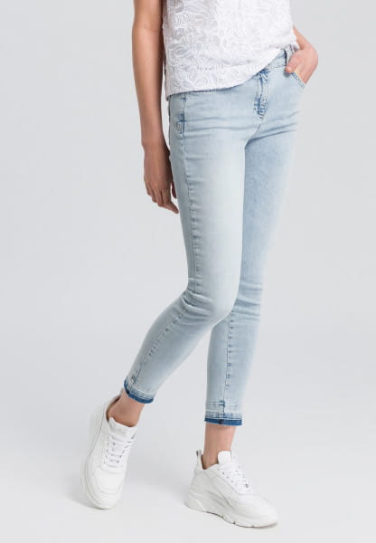 Jeans with wash-details at the seam