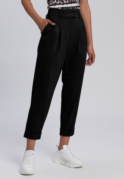 Pleated trousers made from structured jersey