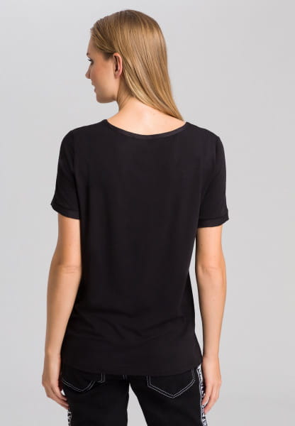 Basic shirt with satin V-neck