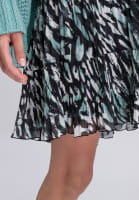 Pleated skirt with pleats and allover print
