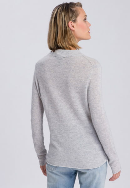 Fine knit sweater in soft material quality