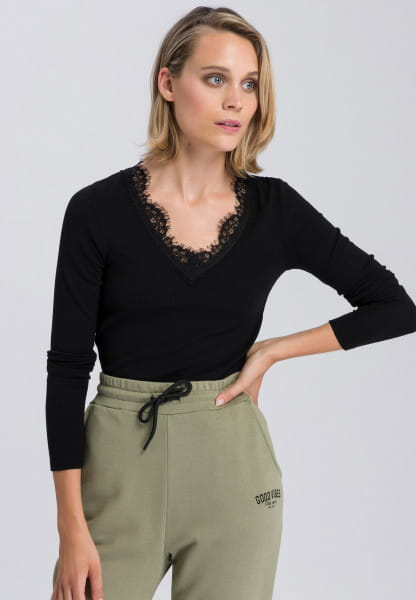Rippenshirt with lace neckline