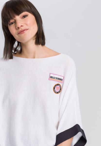 Ponchopullover mit gestickten Badges