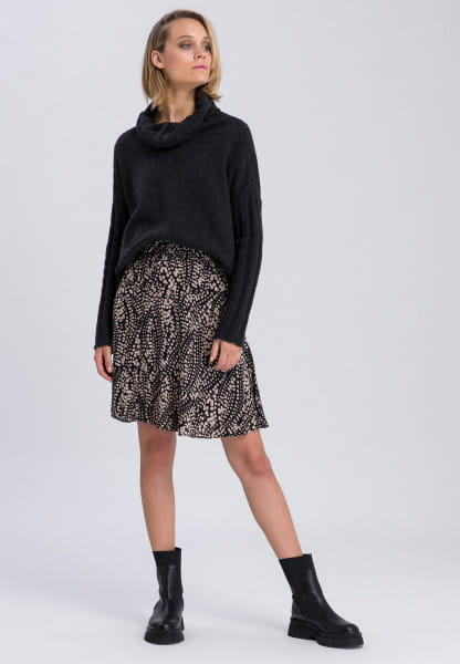 Skirt made from loosely falling material