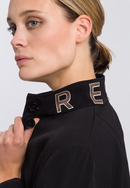 Jacket made from crease-free fabric