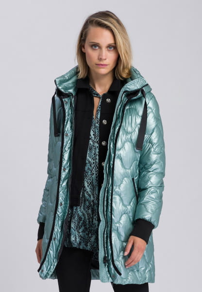 Short coat with synthetic filling material