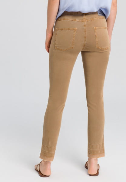 Jeans mit Waschspuren am Saum