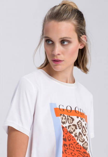 T-shirt with frontprint in leo style