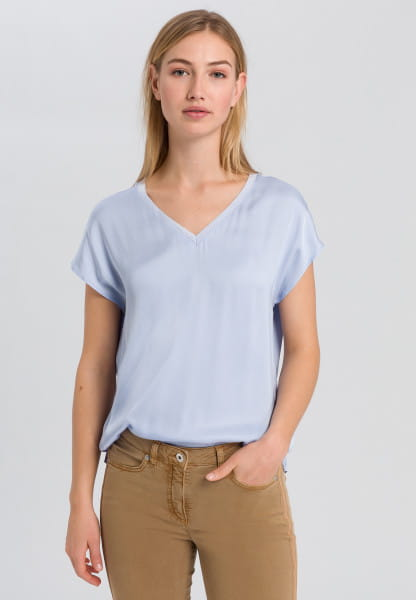 Blouse shirt made from flowing fabric