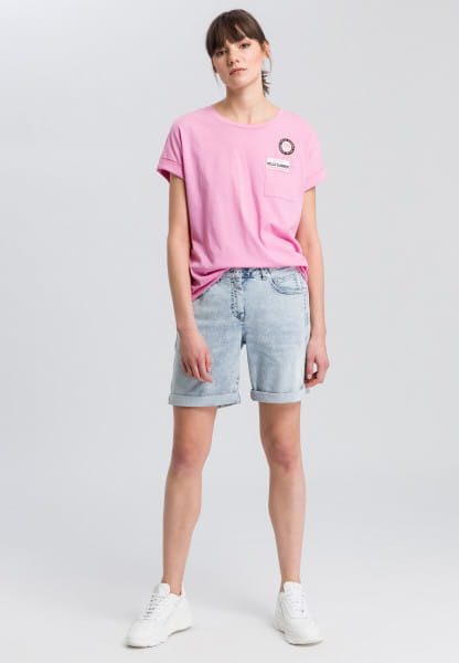 T-shirt with embroidered badge
