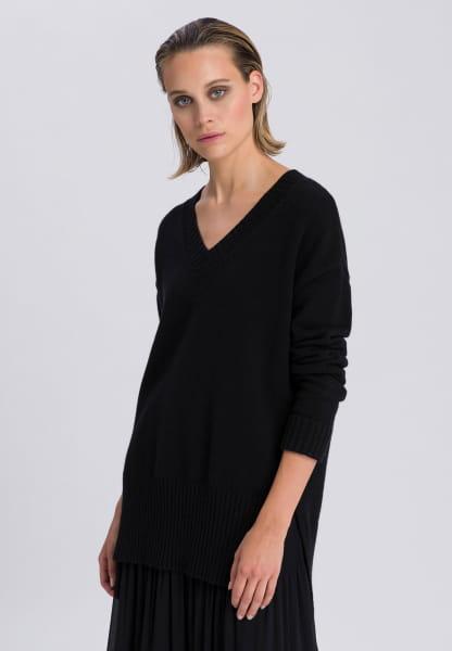 V-Ausschnitt-Pullover im Basic-Stil