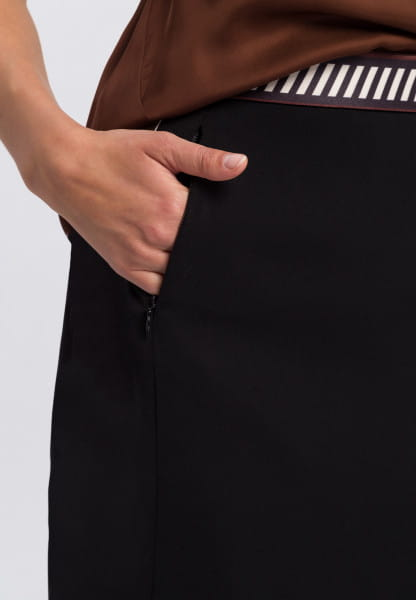 Skirt made from crease-free material