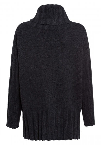 Sweater with broad turtleneck