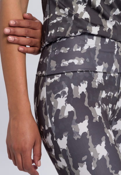Leggings with abstract camouflage print