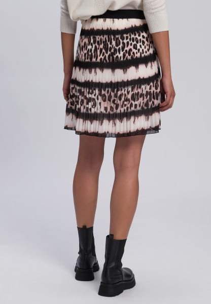 Pleated skirt mit leo-batik-patten