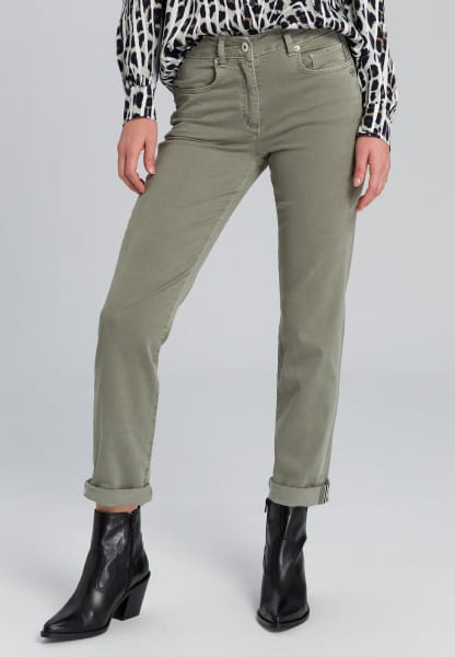 5-pocket jeans with sewn-on metal logo