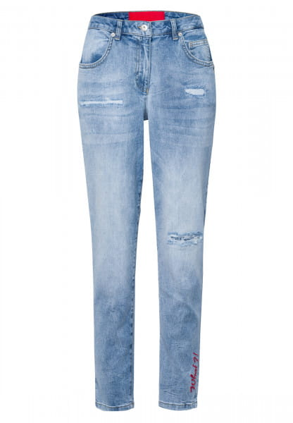 Jeans with embroidery and destroys