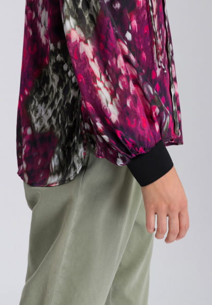 Blouse with half balloon sleeves