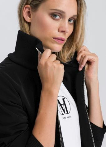 Jacket with long zippers on the sleeves