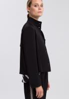 Jacke aus knitterfreiem Material mit Streifenband
