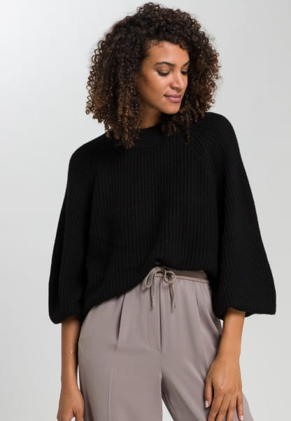 Sweater with dropped shoulders
