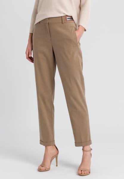 Hose aus nachhaltigem Twill mit Neonbadge